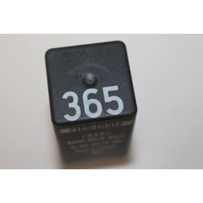 0557472 - 8D0959257 - Relais elektr.ruitbediening Audi A4, A6, S6, A8, S8 Bj 94-99